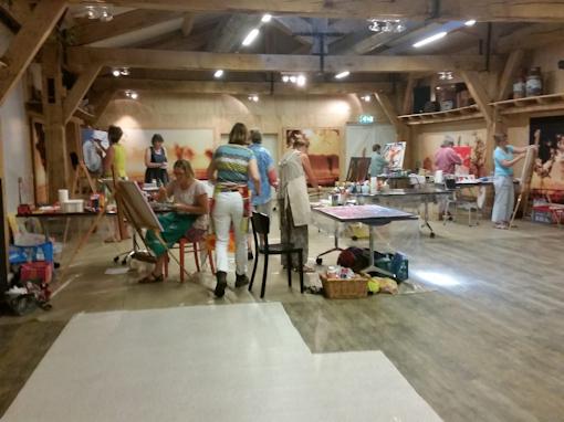 Een impressie van het atelier in Bathmen waar de Vedic Art schilder cursus wordt gegeven.